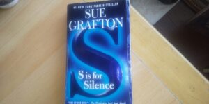 S is for Silenceの表紙。