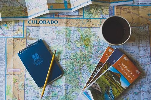 パンフレット、留学先の諸情報を得る。