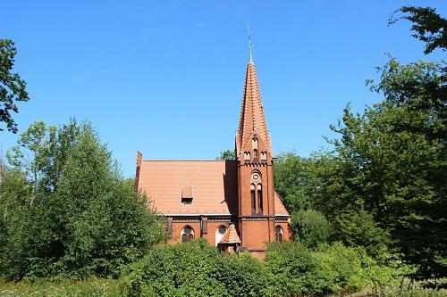 村の小さな教会でフォーリーは働いていた