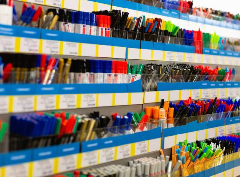 文具店のペン売り場