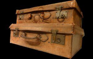 スーツケース2個。