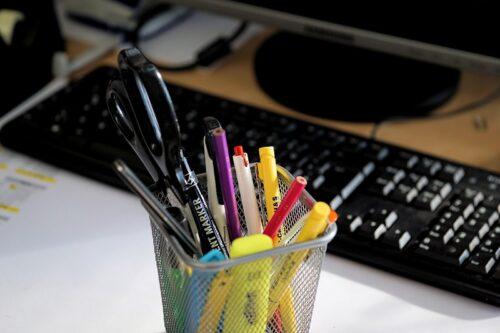 ペン立ての中のパイロットのペン。