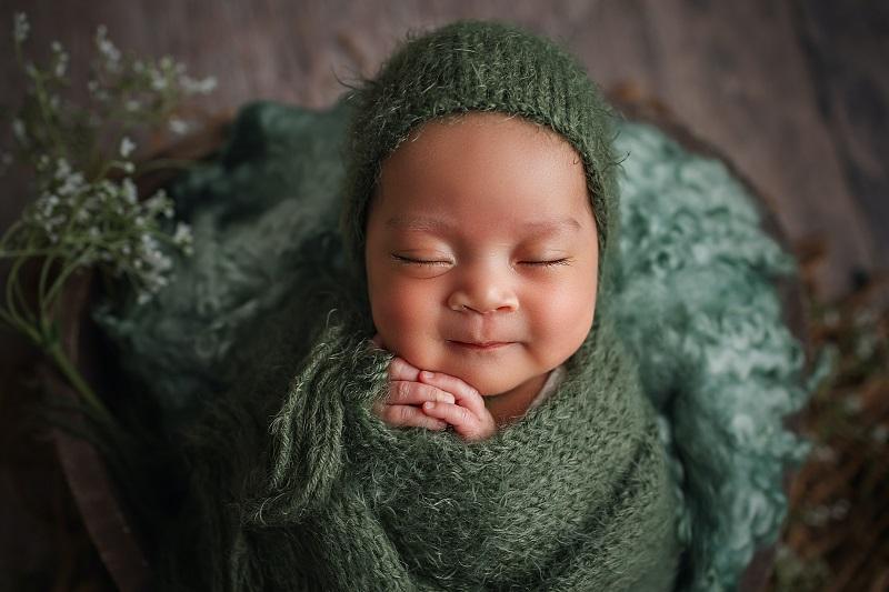 生後間もない赤ん坊。