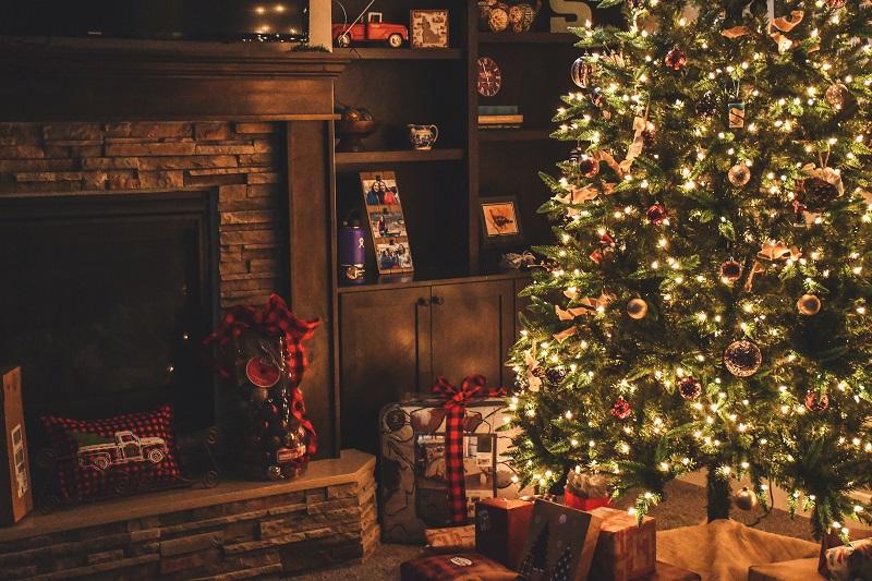 居間に飾られたクリスマス・ツリー。