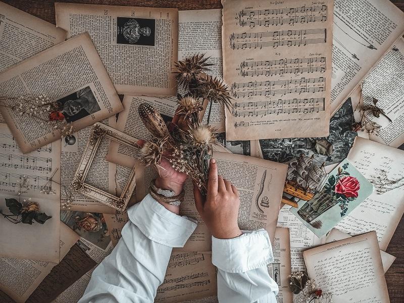 喜びの源は、音楽とドライ・フラワー作成。