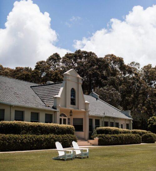 豪邸とその庭。