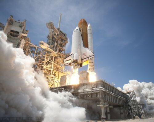 ロケットの打ち上げ。