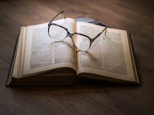 本を置いて息を継ぐ。