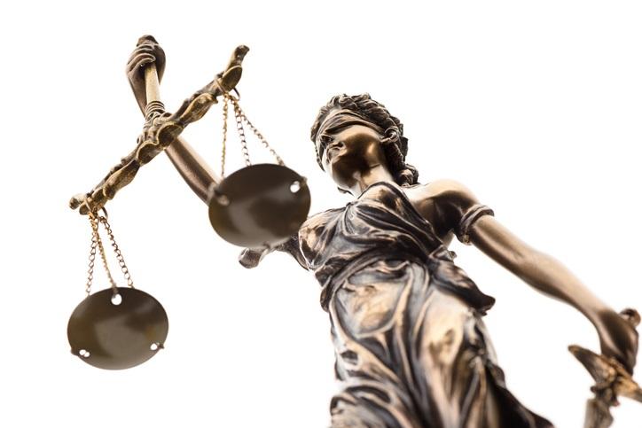 法の精神の象徴、天秤を持つ女神。